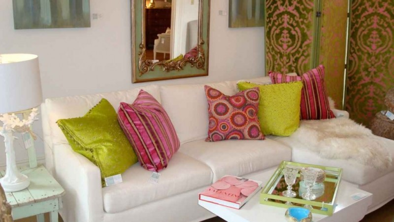 Decorative-Throw-Cushions-For-White-Sofa